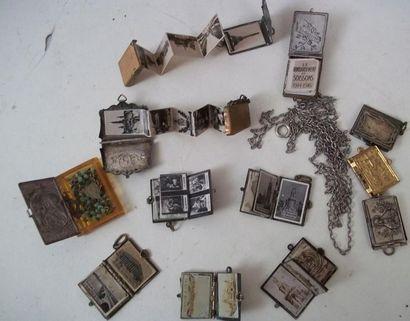 Set of ten small metal photo albums Size...