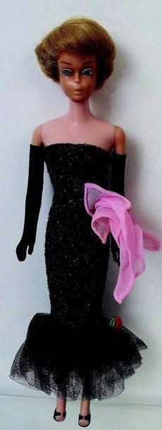 -BARBIE bubble cut blonde porte l'habit «Solo in the Spootlight» (N°982)manque collier,micro...