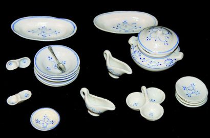 Miniature serving set of very fine quality...