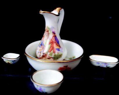 Set of hand-sloped miniature porcelain pieces,...
