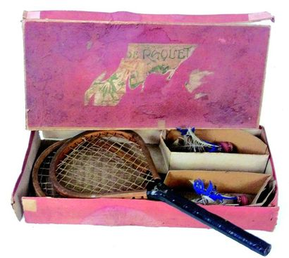 Wooden racket set for the game of bagminton with two feather balls. In original...
