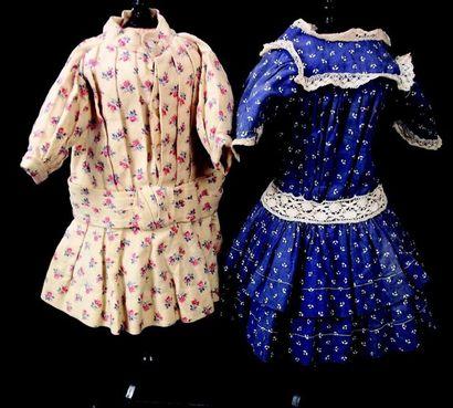 Deux petites robes anciennes pour poupées,Pour...