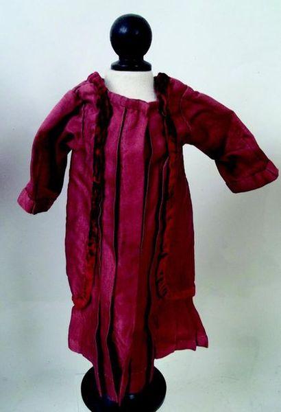 Petite robe en lainage et velours. H 30 cm; Little dress in wool and velvet. 2»