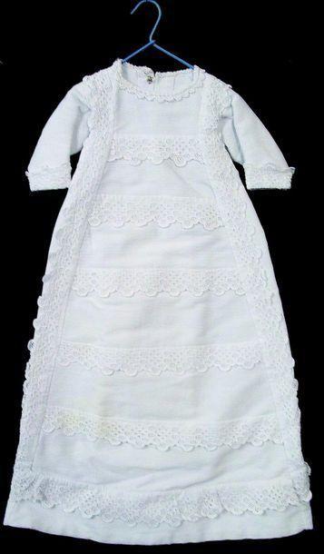 -Belle robe de baptême blanche en coton;...