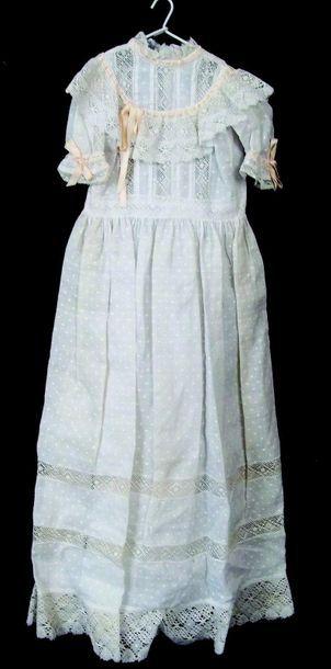 Robe de baptême en dentelle avec décor de...