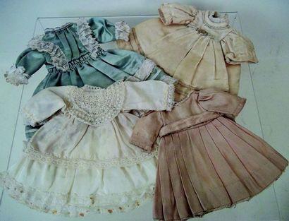 Lot de 4 robes de petites tailles de 14 à...