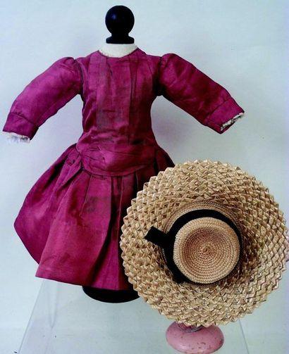 -Jolie robe vieux rose à plis en soie et...