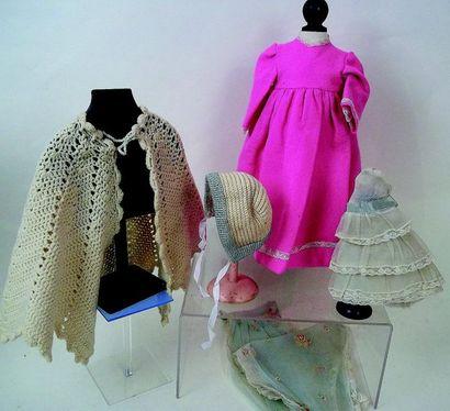 -Robe en feutrine rose à manches courtes....