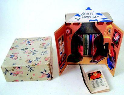 -Bibliothèque miniature contenant des petits livres de contes. Format 14x16,5cm....
