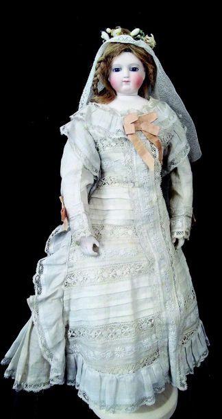 -«Mariée», rare et belle poupée parisienne de la maison BARROIS, tête pivotante...