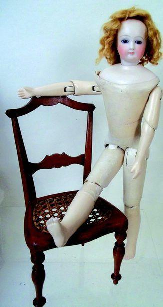 -Petite poupée de François GAULTIER avec tête en biscuit pressé pivotante sur collerette...