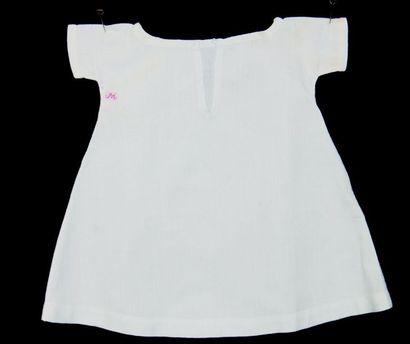 -Une chemise simple (superbement réalisée)...