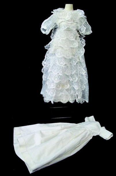Robe de baptême pour poupée parisiennes en...