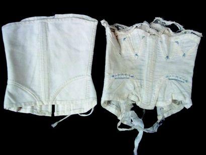 -Deux rares corsets pour poupées parisiennes. H 10 et 11 cm (1860) Tissu imprimé....