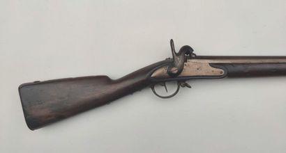 """Fusil d'infanterie modèle 1822 T bis, canon daté """"1829"""", platine numérotée """"63"""",..."""