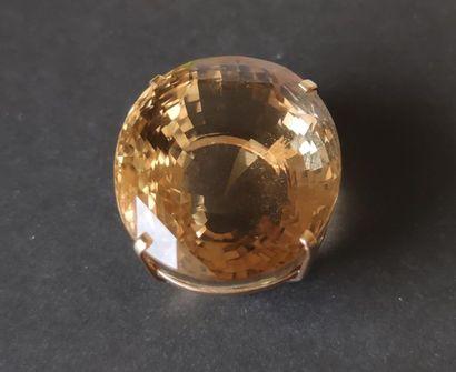Pendentif en or 18K (750), orné d'une citrine de forme ovale. Poids brut : 25,5...