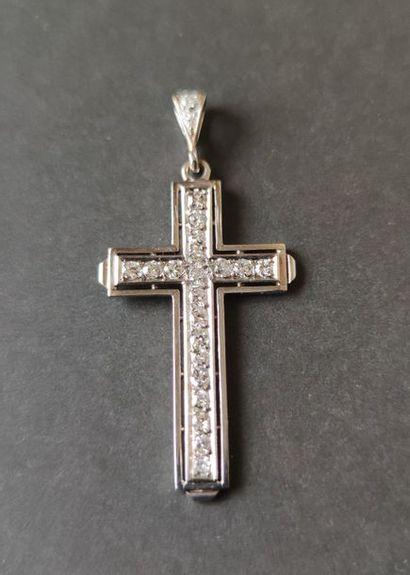 Pendentif-croix en or gris 18K (750), entièrement...