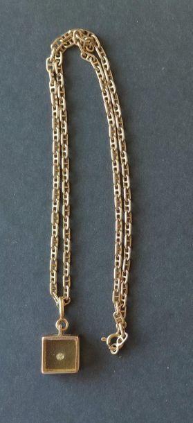 CHAINE en or jaune 750°/°° Poids : 5 grammes Long : 42 cm avec pendentif en or...