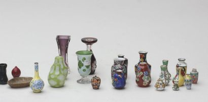 Ensemble de 50 petits vases en grès flammé et en verrerie , XXeme siècle (quelques...