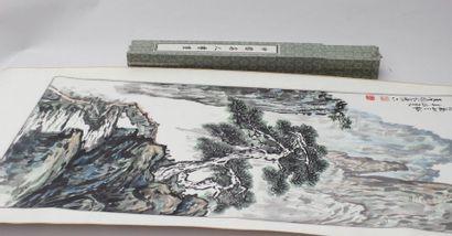 Deux peintures dont une avec broderie en rouleaux, Chine XXème siècle, Une avec...