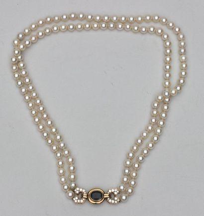 O. J. PERRIN. Collier de 2 rangs de perles de culture, fermoir en or 18K (750) serti...