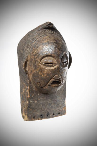 LUBA (Congo R.D.C)  MASQUE facial s'apparentant...