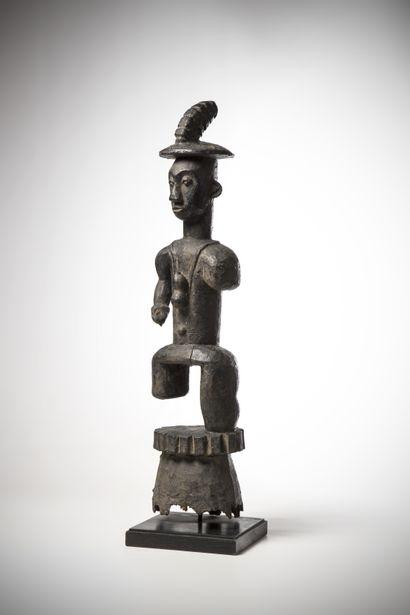 IJO, Nigéria. Couple de statues représentant...