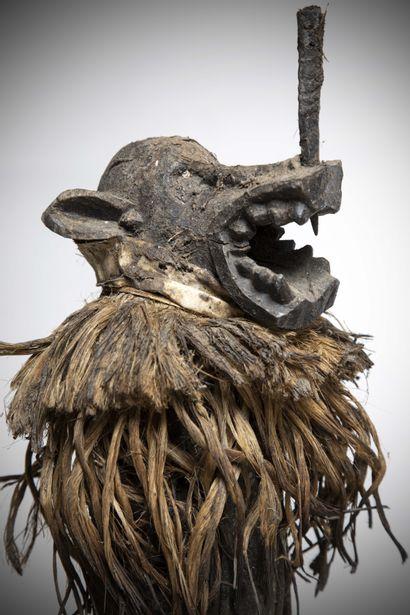 """SENOUFO (Côte d'Ivoire)  STATUE représentant le danseur portant le masque """"Korobla""""..."""