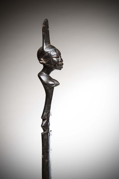 MAKONDA (Tanzania/Mozambique)  Ritual PALLET whose handle ends with a realistic...