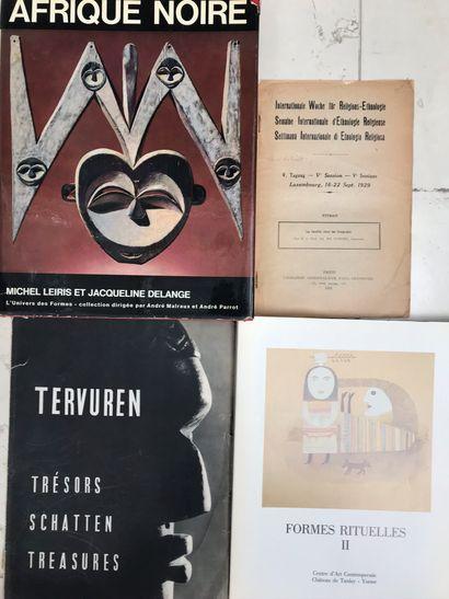Quatre ouvrages : La famille chez les Congolais,...