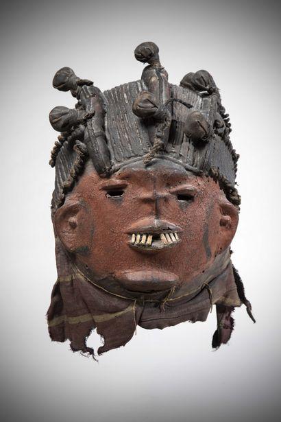 YORUBA (Nigéria)  Ce rare MASQUE en calebasse porté dans la région d'Ekiti dans...