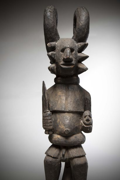 """IBO (Nigeria)  Imposing STATUE """"Ikenga"""" holding an enemy's head in her left hand..."""
