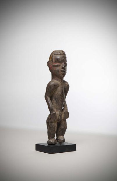 M'BEMBE (Nigéria)  STATUETTE masculine, bras...