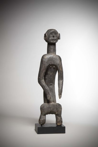 MOUMOUYE (Nigeria)  STATUS in medium-heavy wood with a deep black patina. The slightly...