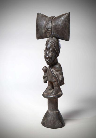 YORUBA (Nigéria)  RECADE de prêtre du culte...