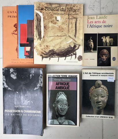 Cinq ouvrages et deux catalogues dont Afrique...