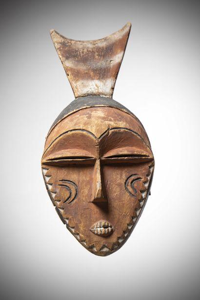PENDE (Congo R.D.C)  MASQUE en bois léger...
