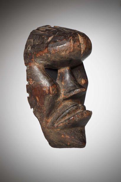 DAN / KRAN (Côte d'Ivoire / Libéria)  MASQUE archaïque aux volumes cubistes, les...