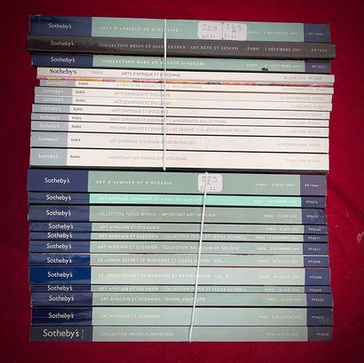Ensemble de 25 catalogues Sotheby's Paris...