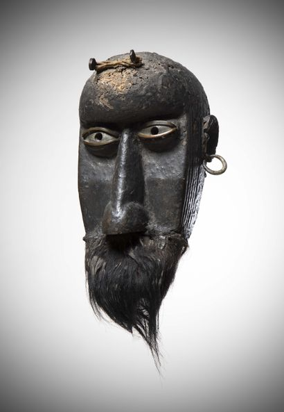 TOMA/GUERZE (Upper Guinea)  This archaic MASK exudes a remarkable presence thanks...