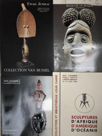 Lot de 48 catalogues de ventes aux enchères d'art tribal de 1973 à 2002 dont collections...