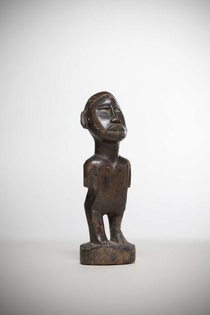YONBE (Congo)  STATUETTE à fonction magico-religieuse de la région du Mayumbé, patine...