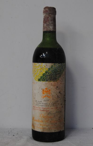 1 bout CHT MOUTON ROTHSHCILD 1979 (demi epaule,...