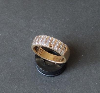 BAGUE anneau en or jaune 750°/°° sertie...