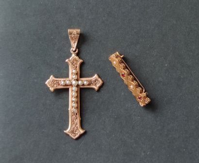 Cross in 750°/°° yellow gold decorated with...