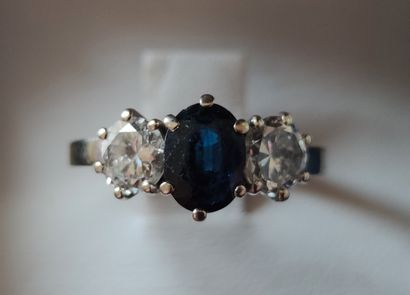 RING, 750°/°° white gold setting, set with a central cut sapphire surrounded by...