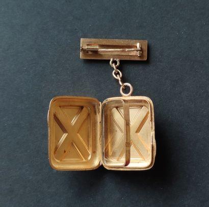 BROCHE Pendentif en or jaune 750°/°° avec boite porte-photo avec vitre de séparation...