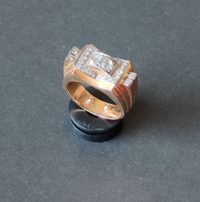 RING Bridge in 750°/°° yellow gold fan-shaped set with two central cut diamonds...