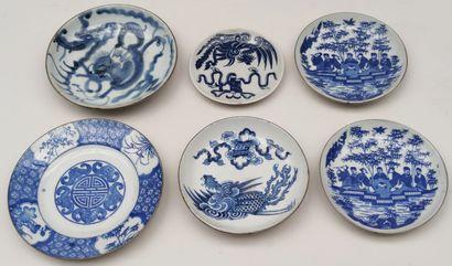 Set of six porcelain COUPELLES decorated...