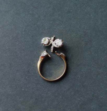RING in 750°/°° yellow gold set with two...